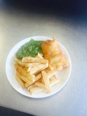 Σάλφορντ, UK: My mums dinner ... Small fish chips and peas tea and bread and butter only £4.50 She loved it!!