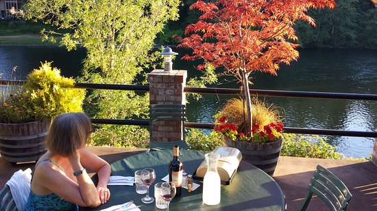 Woodland, WA: View of Lewis River from North Fork Grill patio