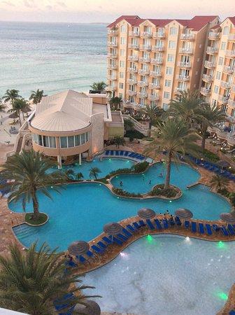 ديفاي أروبا فينيكس بيتش ريزورت: View from room 670. Amazing balcony on 1st and 2nd level. Room is 2 story