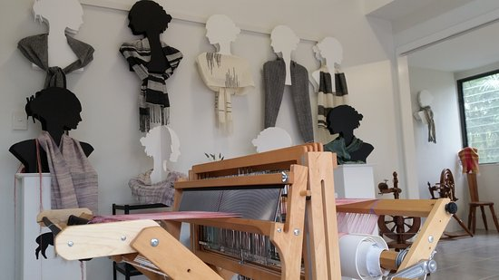 Kin Kin, Australie : Amazing loom and Karen's scarves, a must see.