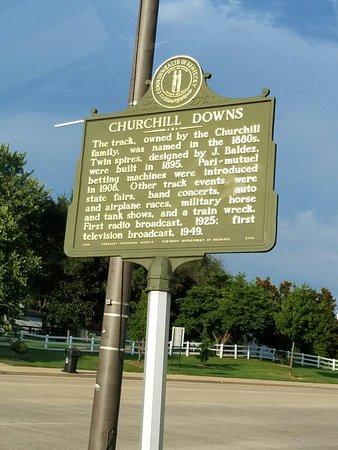 Churchill Downs : 20160827_184154_large.jpg