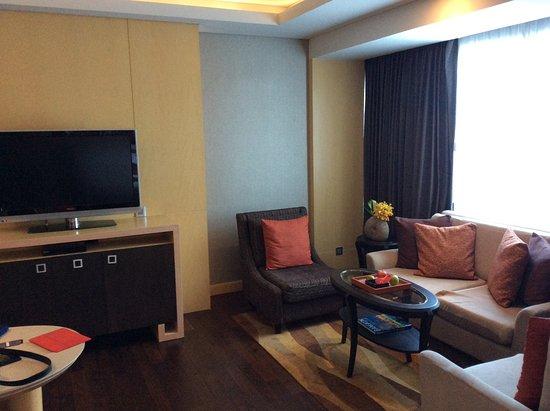 Amari Watergate Bangkok: Living room, Executive Suite