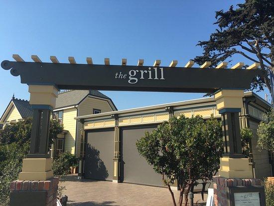 "Cayucos, Kalifornien: Entrance to their ""enclosed"" patio seating"