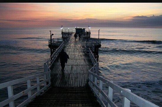 La Lucila del Mar, Argentina: Amanecer en el muelle