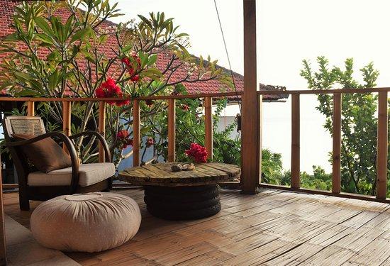 Balila Beach Resort: sunrise bungalow terrace