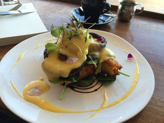 Buderim, Αυστραλία: Poached eggs and mushrooms on potato rosti covered in best hollandaise ever!!!