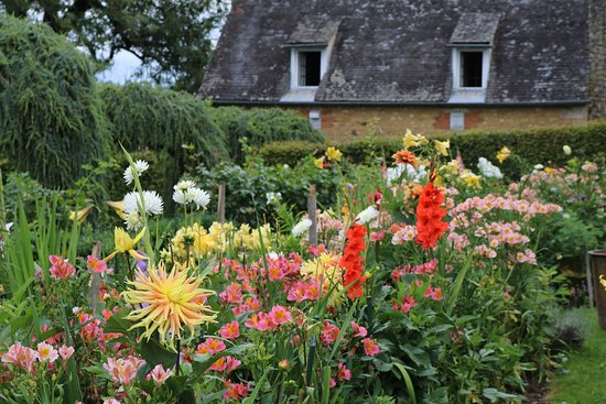 Salignac-Eyvigues, France: One of the flower gardens.