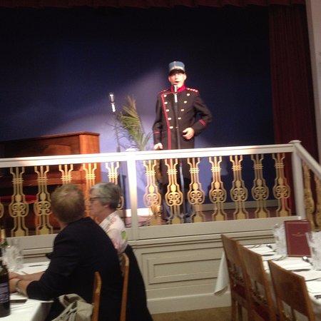 Kongens Lyngby, Dinamarca: Oberst Hackel leder autionen