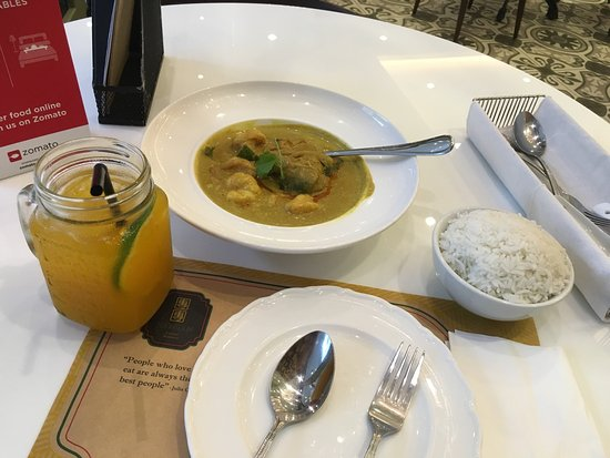 Metro Manila, Φιλιππίνες: The curry here is mild, but still delicious. Prawns in the curry come shelled. We come here for