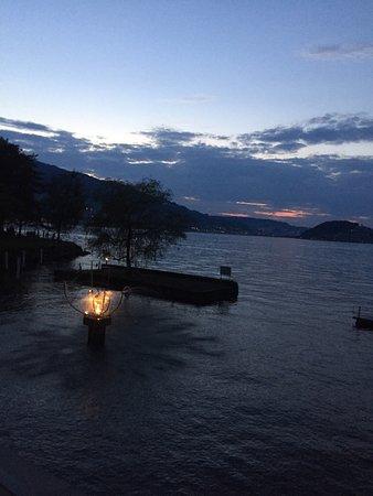 Stansstad, Sveits: Restaurante muy bien situado frente al lago, bonita decoración, buena atención, y buen producto(