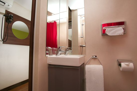 Bron, France : Chambre double confort