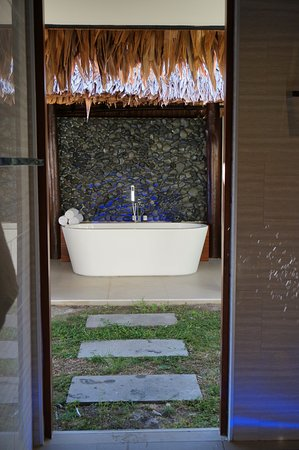 The Havannah, Vanuatu: Outdoor bath