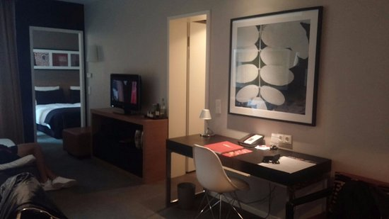 Adina Apartment Hotel Berlin Hauptbahnhof: soggiorno