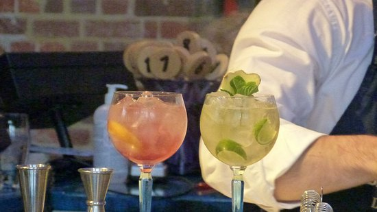 Whitchurch, UK: Mmmm - cocktails!
