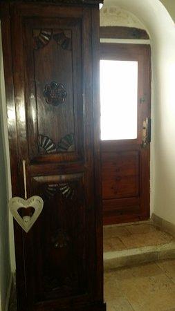 Porta d\'ingresso e armadio ad un\'anta - Foto di Trullidea ...
