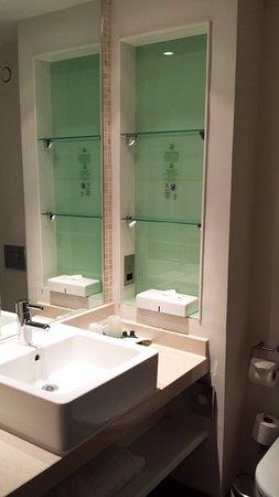 Holiday Inn Stevenage - Bathroom