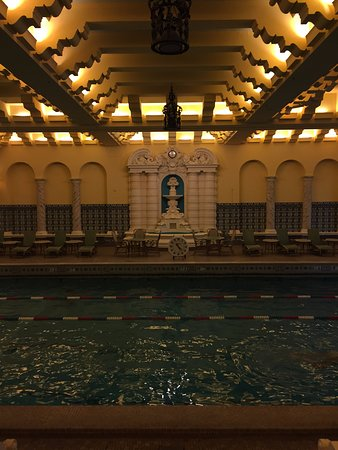 InterContinental Chicago: A trip back in time, visit the pool!