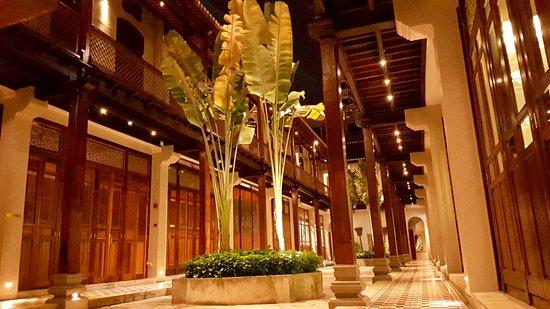 Seven Terraces: Impressive internal courtyard