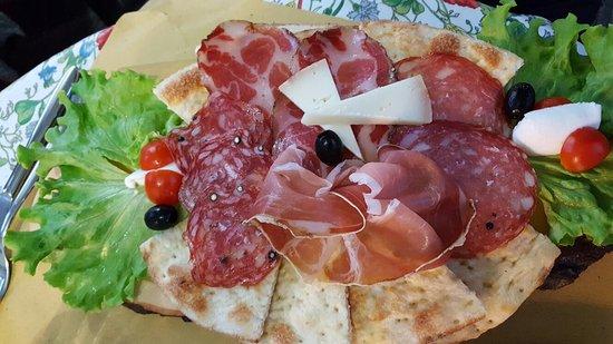 Monte San Savino, Italia: Arte Pizza