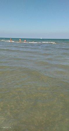 Spiaggia e bagni Pinarella di Cervia - Picture of Pinarella, Cervia ...