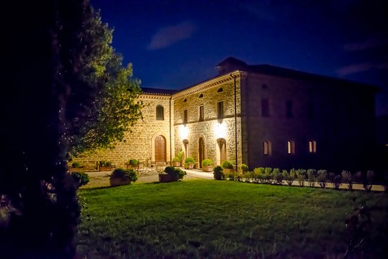 Nocera Umbra, Italia: exterior by night
