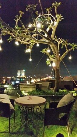 Hanoi Tirant Hotel: 20160822_201005_large.jpg