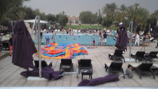 Pullman Marrakech Palmeraie Resort and Spa: Piscine très décevante!