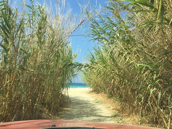 Kastraki, Grecia: Arriving to the beach...!