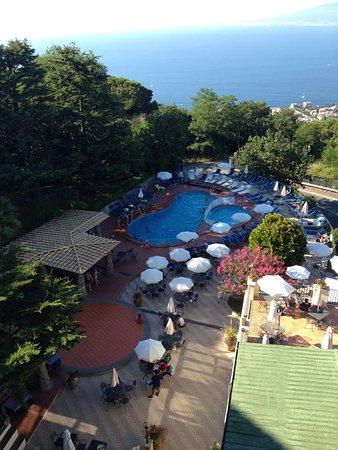 Grand Hotel Hermitage & Villa Romita: Pool and hotel snack bar area