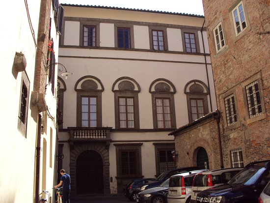 Puccini Museum - Casa natale : Street views of Lucca