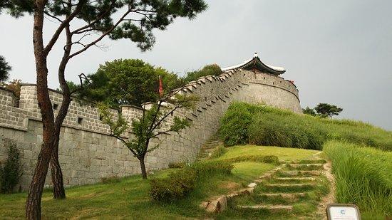 Suwon, Corea del Sud: Enter these walls.