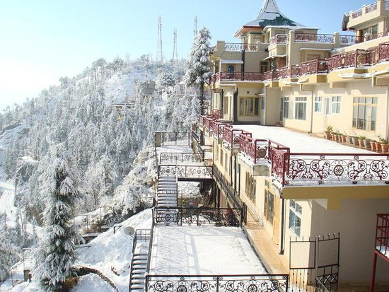 Aapo Aap Home Stay: Snowfall