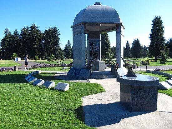 Jimi Hendrix Grave Site: Entrata laterale