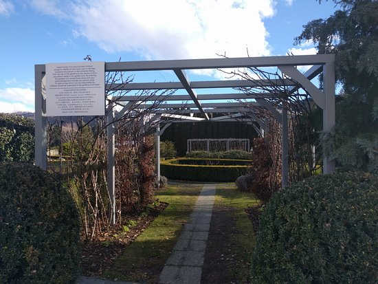 Cromwell, นิวซีแลนด์: Path into the Garden