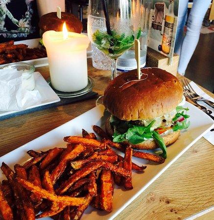 Esens, Alemania: Burger mit Süßkartoffeln