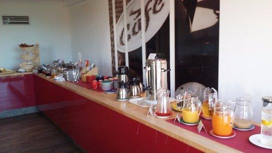 Lully, Suisse : Petit déjeuner