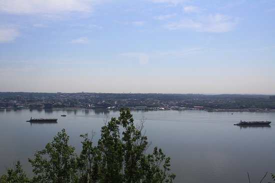 Englewood Cliffs, NJ: Looking across the Hudson River