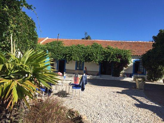 Almadena, Португалия: Courtyard
