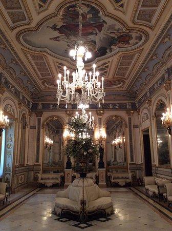 Museo Nacional de Cerámica y de las Artes Suntuarias González Martí: Museo della ceramica - sala da ballo