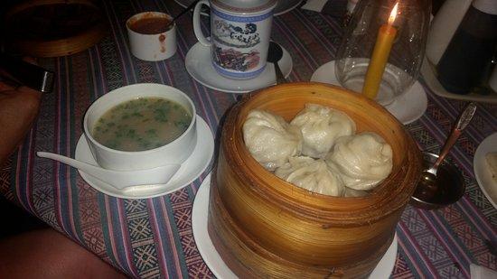 The Tibetan Kitchen: момосы с бульоном