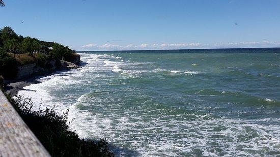 Gotland, Suecia: Vatnnet med blåst/* och vågor bredvid Kneipbyn*