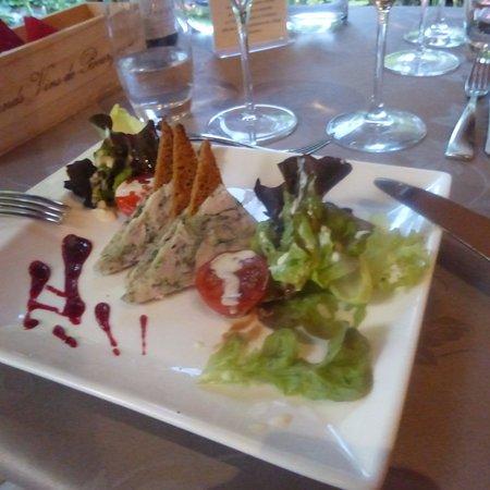 Vosne-Romanee, França: Entrée à base de lapin persillé et pain d'épice