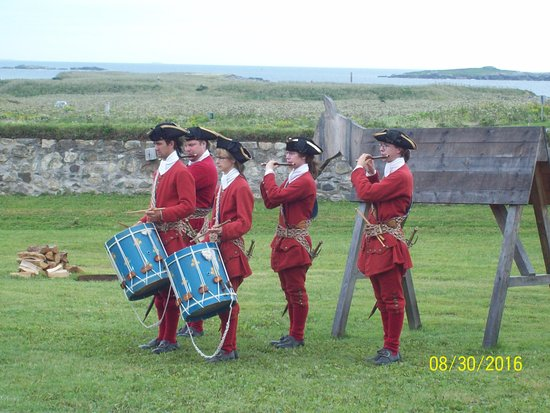 Louisbourg, Canada: fife and drums
