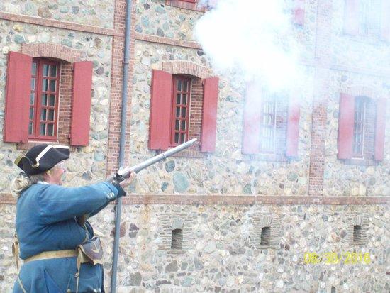 Louisbourg, Canada: rifle demo