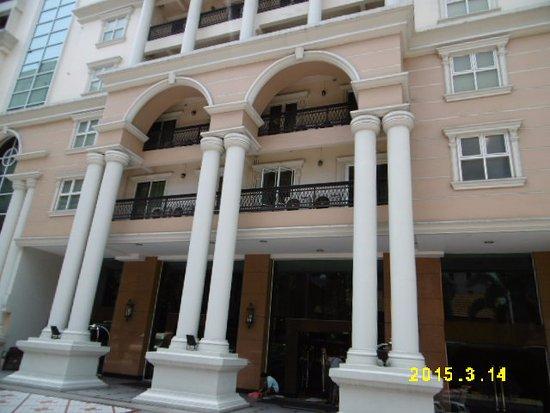 Hope Land Executive Serviced Apartment: ホテル入口