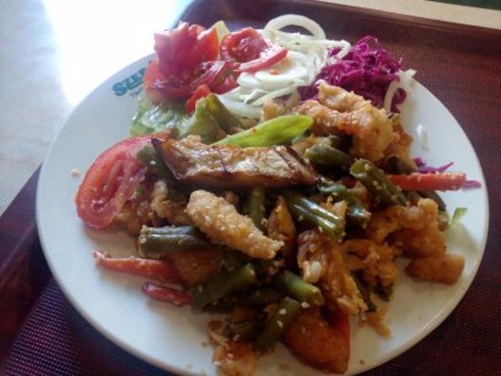 Szeraj: Pollo fritto all'aglio con insalatina