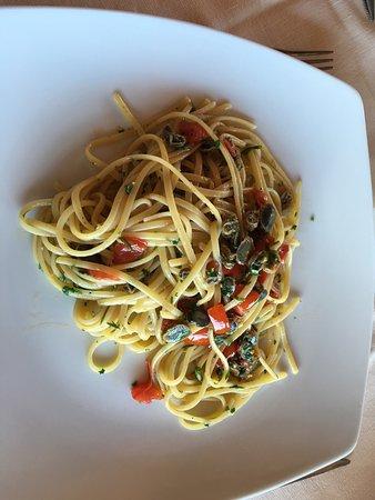 Santa Marina Salina, Włochy: Pasta con le patelle