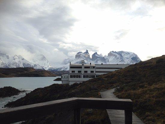 explora Patagonia: Vista del hotel desde uno de sus senderos