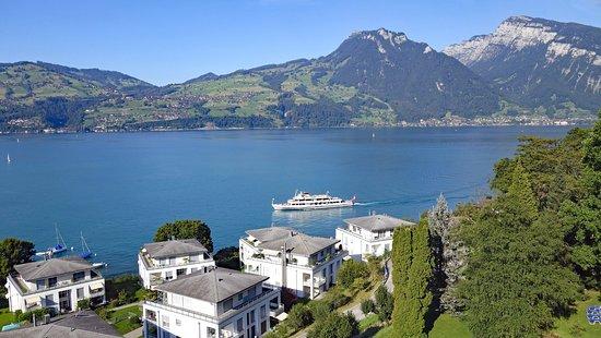 Spiez, Szwajcaria: Zimmeraussicht auf den Thunersee, dahinter das Niederhorn (1950 m/üM)