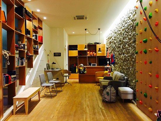 Cerchiara di Calabria, Италия: All'Interno del Club una libreria di montagna, una parete d'arrampicata e attrezzatura per arram